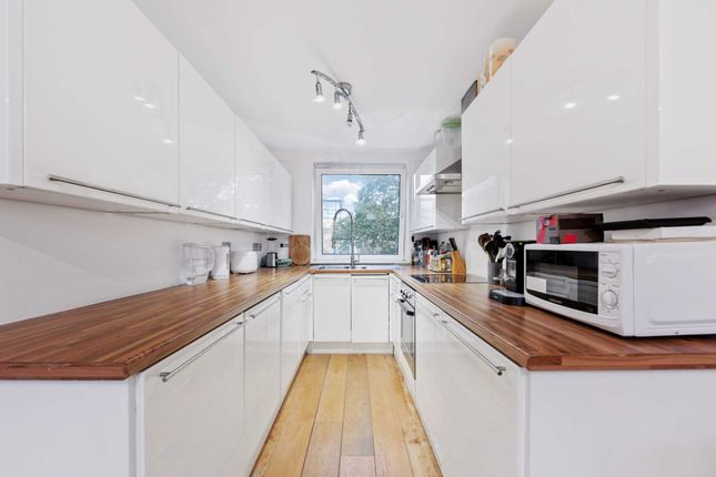 Flat for sale in Julius Court, Brentford