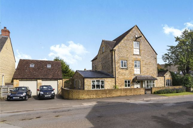 Thumbnail Detached house for sale in Castle Gardens, Chipping Campden