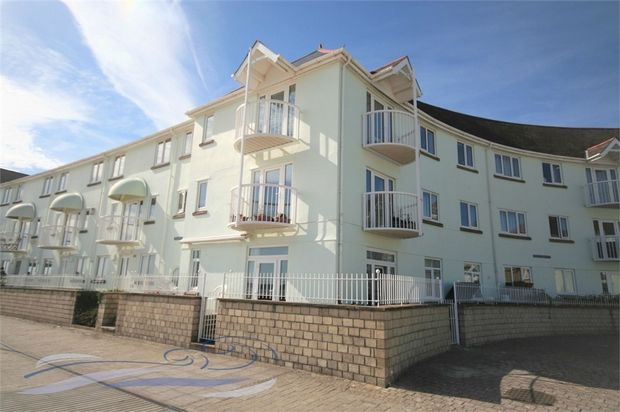 Thumbnail Flat to rent in Ocean Crescent, Maritime Quarter, Swansea