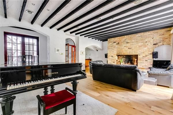 Thumbnail Flat to rent in Queensgate Gardens, London