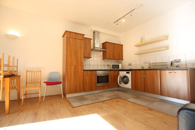 3 bed flat to rent in Commercial Street, London E1