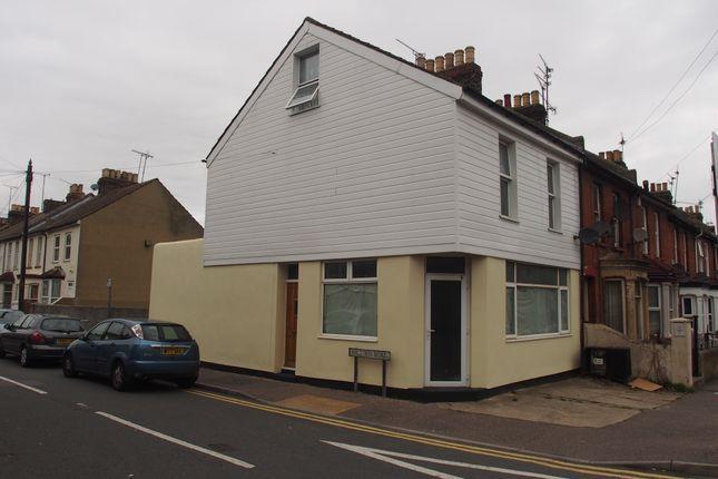 Thumbnail Maisonette to rent in Richmond Road, Gillingham