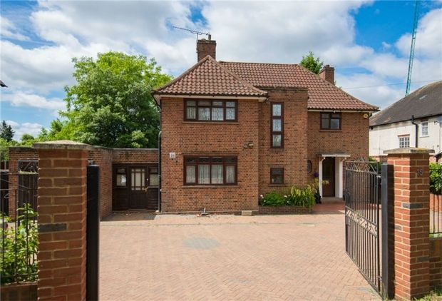 Thumbnail Detached house for sale in Upton Park, Slough, Berkshire