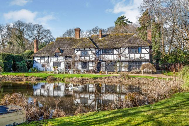 Thumbnail Country house for sale in Broadwater Lane, Copsale, Horsham