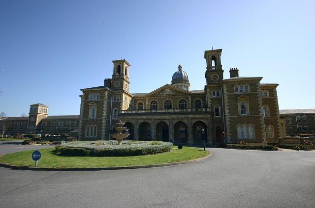 Thumbnail Flat to rent in Princess Park Manor, Royal Drive, New Southgate, London