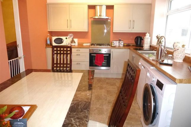 Thumbnail Town house to rent in Clifton Park View, Clifton, Rotherham