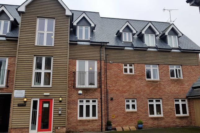 Thumbnail Flat to rent in Forest Gate Court, Ringwood, Hampshire