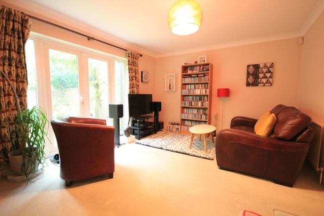 Living Area of Donnington Road, Reading RG1
