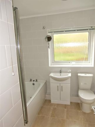 Bathroom of Stakes Hill Road, Waterlooville PO7