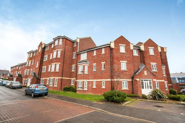 2 bed flat for sale in Watling Gardens, Dunstable