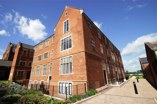 Flat to rent in King Edward Place, Bushey, Hertfordshire