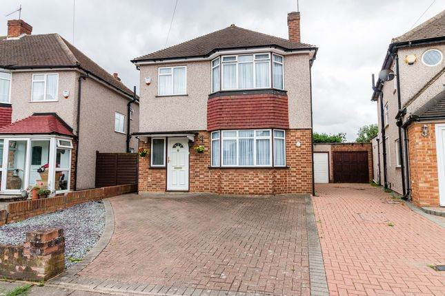 3 bed detached house for sale in Clovelly Avenue, Uxbridge