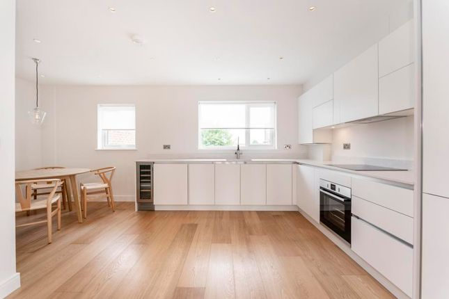 Thumbnail Maisonette to rent in Burnham Way, London