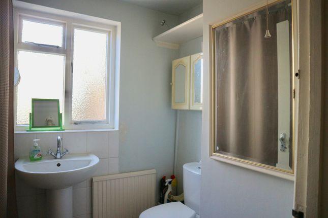 Bathroom of Bravington Road, London W9