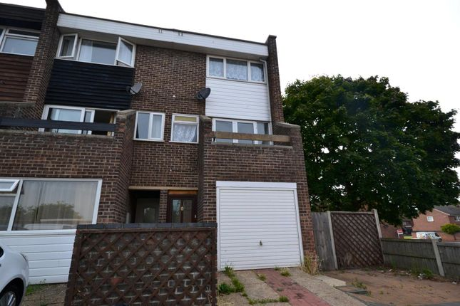 Thumbnail Town house to rent in Knox Road, Clacton-On-Sea