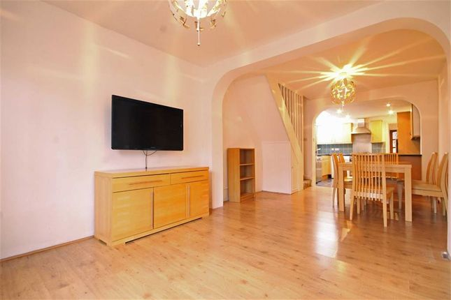Thumbnail Flat to rent in Golden Manor, Hanwell, London