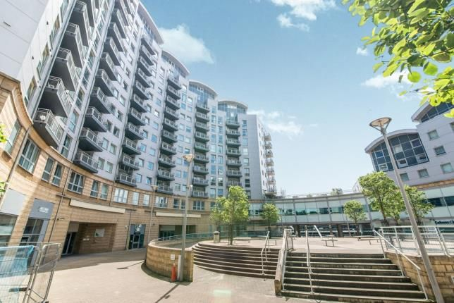2 bed flat for sale in Alencon Link, Basingstoke, Hampshire RG21