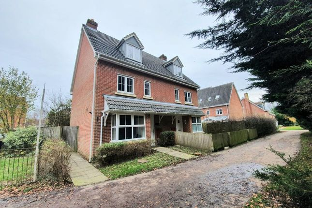 4 bed semi-detached house to rent in Lapwing Way, Four Marks, Alton GU34