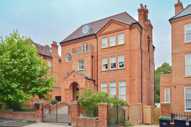 Thumbnail Detached house to rent in Bishopswood Road, Highgate