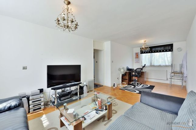 Thumbnail Flat for sale in Linsdell Road, Barking