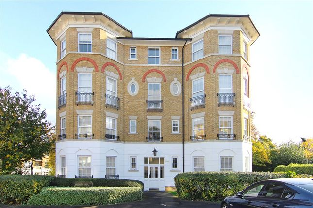 2 bed flat to rent in Southlands Drive, London