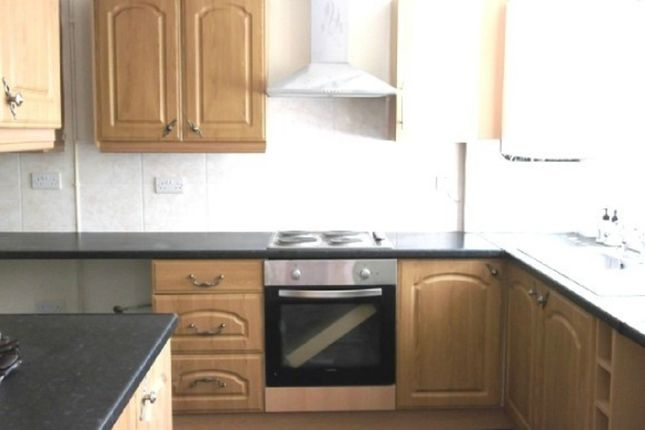 Thumbnail Town house to rent in High Street, Silverdale, Newcastle-Under-Lyme