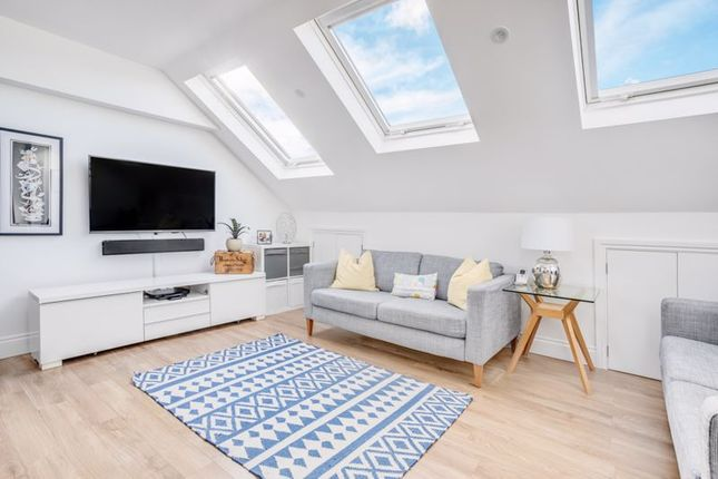 3 bed flat for sale in Elspeth Road, London SW11