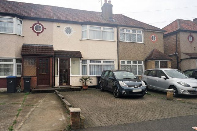 2 bed terraced house to rent in Wheatfields, Enfield