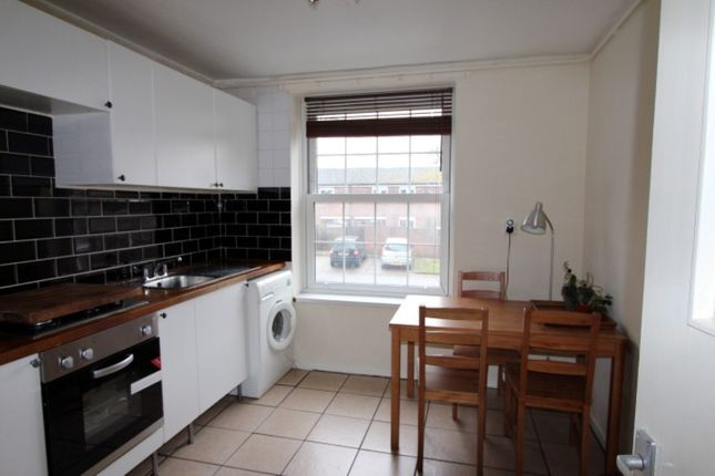 2 bed flat for sale in Andover Road, London