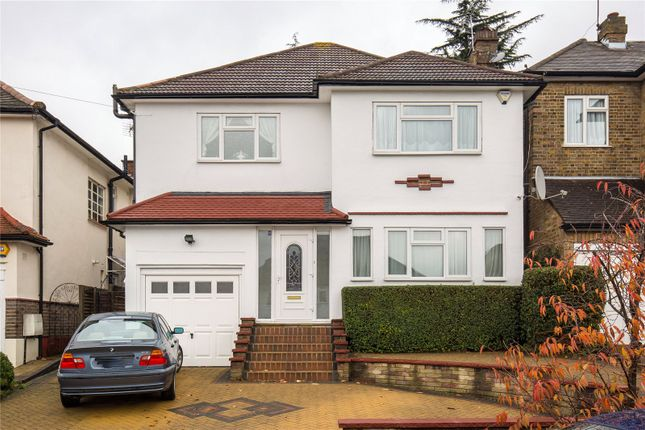 3 bed detached house to rent in Manor Drive, Southgate, London
