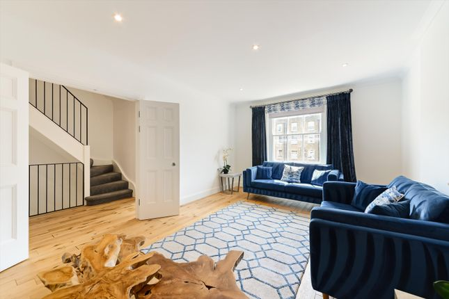 3 bed flat to rent in Montagu Square, Marylebone, London W1H