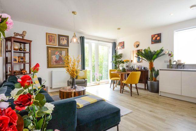 2 bed flat to rent in Barnes Wallis Way, Bricket Wood, St. Albans AL2