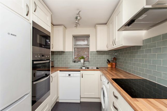 4 bed property for sale in Grayswood Gardens, Raynes Park