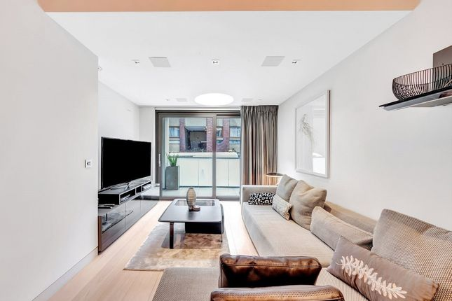 2 bed flat to rent in Roman House, Barbican, London EC2Y
