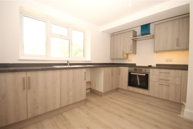2 bed flat to rent in Woodbridge Hill, Guildford GU2