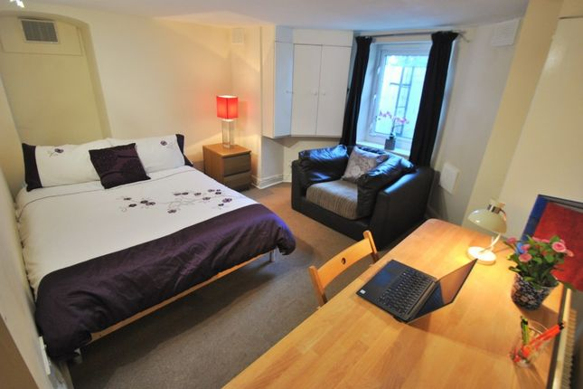 Thumbnail Town house to rent in Slade Lane, Manchester