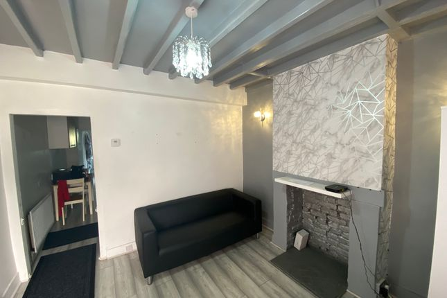 2 bed end terrace house to rent in Jennett Road, Purley Way CR0