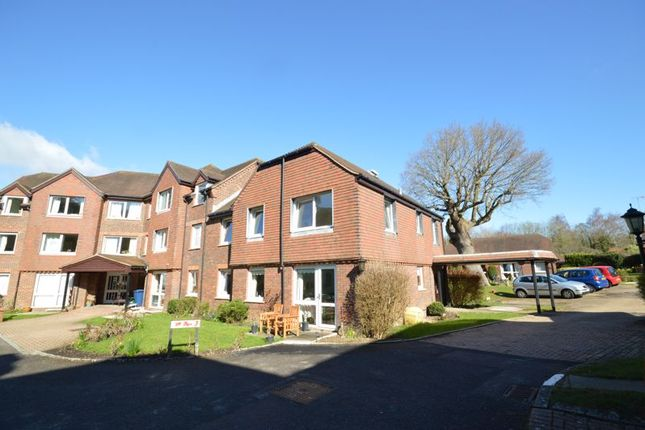 2 bed property for sale in Tanners Lane, Haslemere GU27