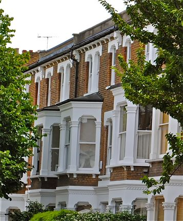 Flat to rent in Shepherds Bush Road, London