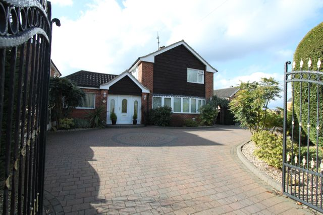 Thumbnail Detached house for sale in Bramcote Lane, Beeston