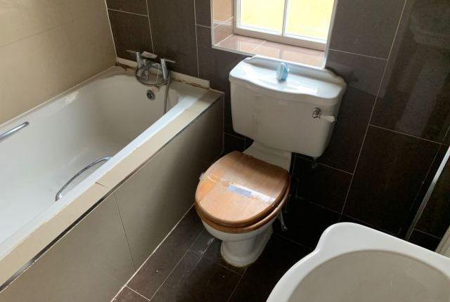Bathroom of The Ridings, Grange Park, Northampton NN4