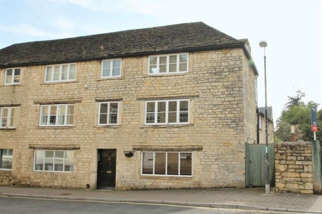 Thumbnail Flat to rent in Dollar Street, Cirencester, Gloucestershire.