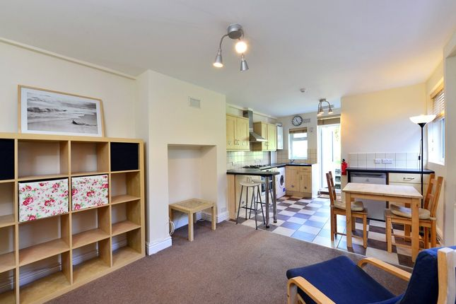 Thumbnail Flat to rent in Quernmore Road, Stroud Green