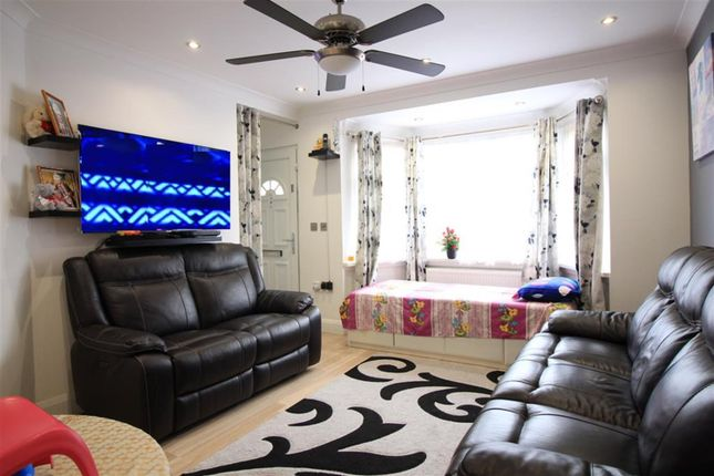 Thumbnail Maisonette to rent in Barnard Gardens, Yeading, Hayes