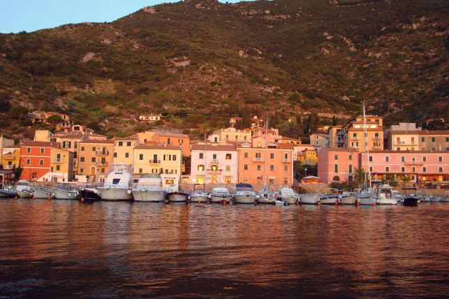 10 bed town house for sale in Isola Del Giglio, Italy