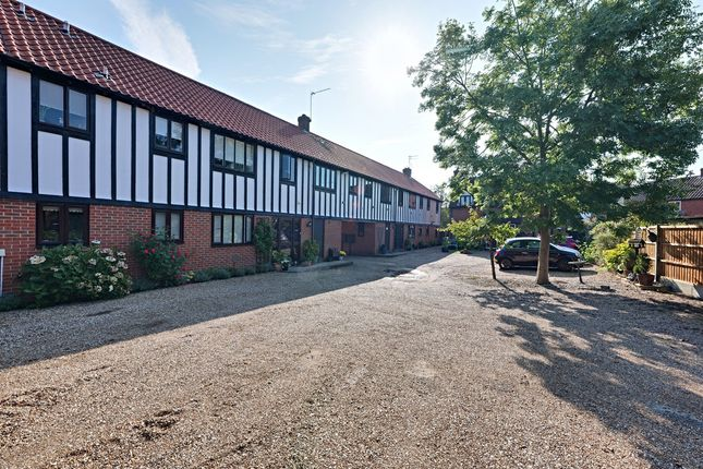 2 bed flat for sale in Tudor Court, Basildon SS15