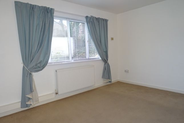 Lounge of Broom Court, Broom S60