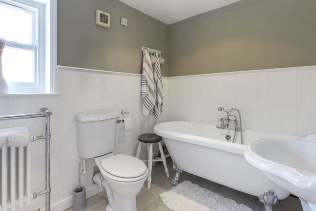 Family Bathroom of Low Street, Haxey, Doncaster, Lincolnshire DN9