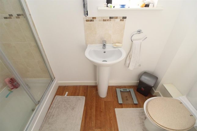 En-Suite of Jackdaw Drive, Stanway, Colchester CO3