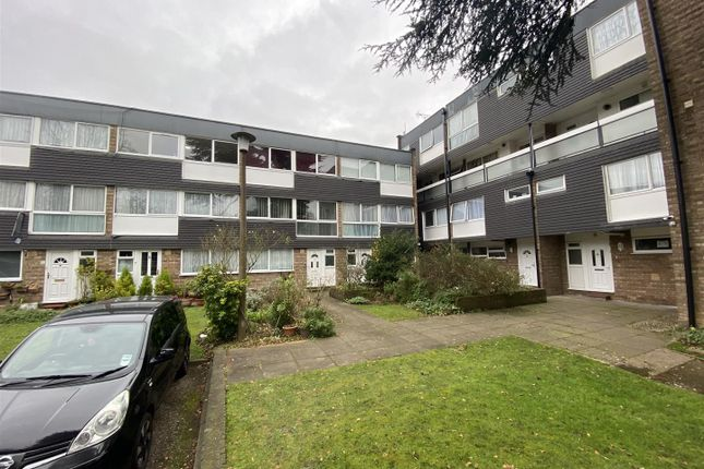 2 bed flat for sale in Stonegrove, Edgware HA8